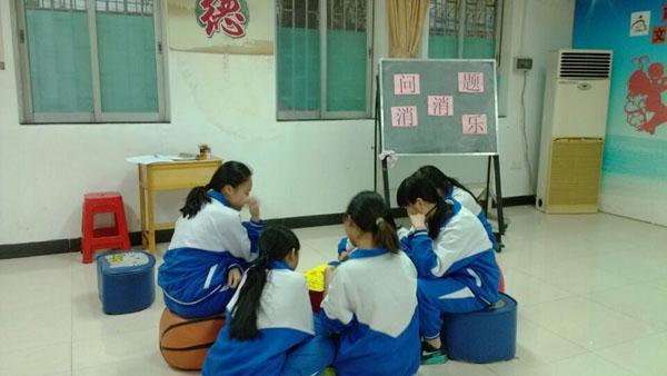 图一:小组成员在讨论我们共同的约定