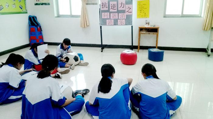 图一:小伙伴们在纸上写下自己的问题以及解决办法