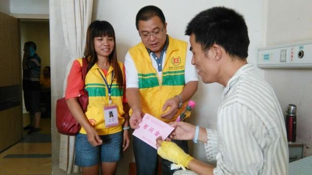 禅城区总工会工伤探视义工对工伤职工刘勇进行探访