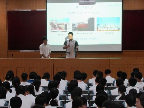 嘉宾讲师与学生互动