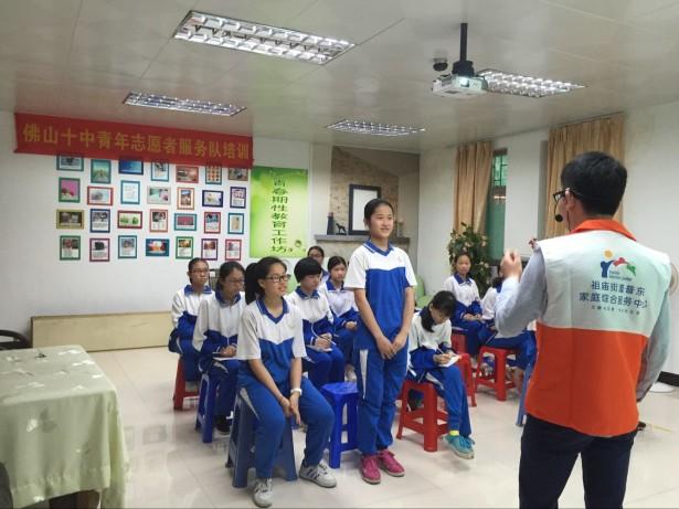 志愿者积极参与互动环节