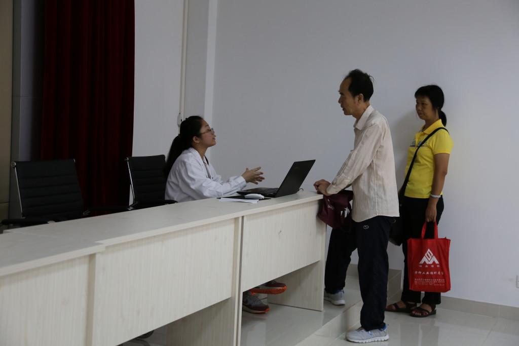 黄医生为各位听众提供健康信息的咨询,解答大家的疑惑。