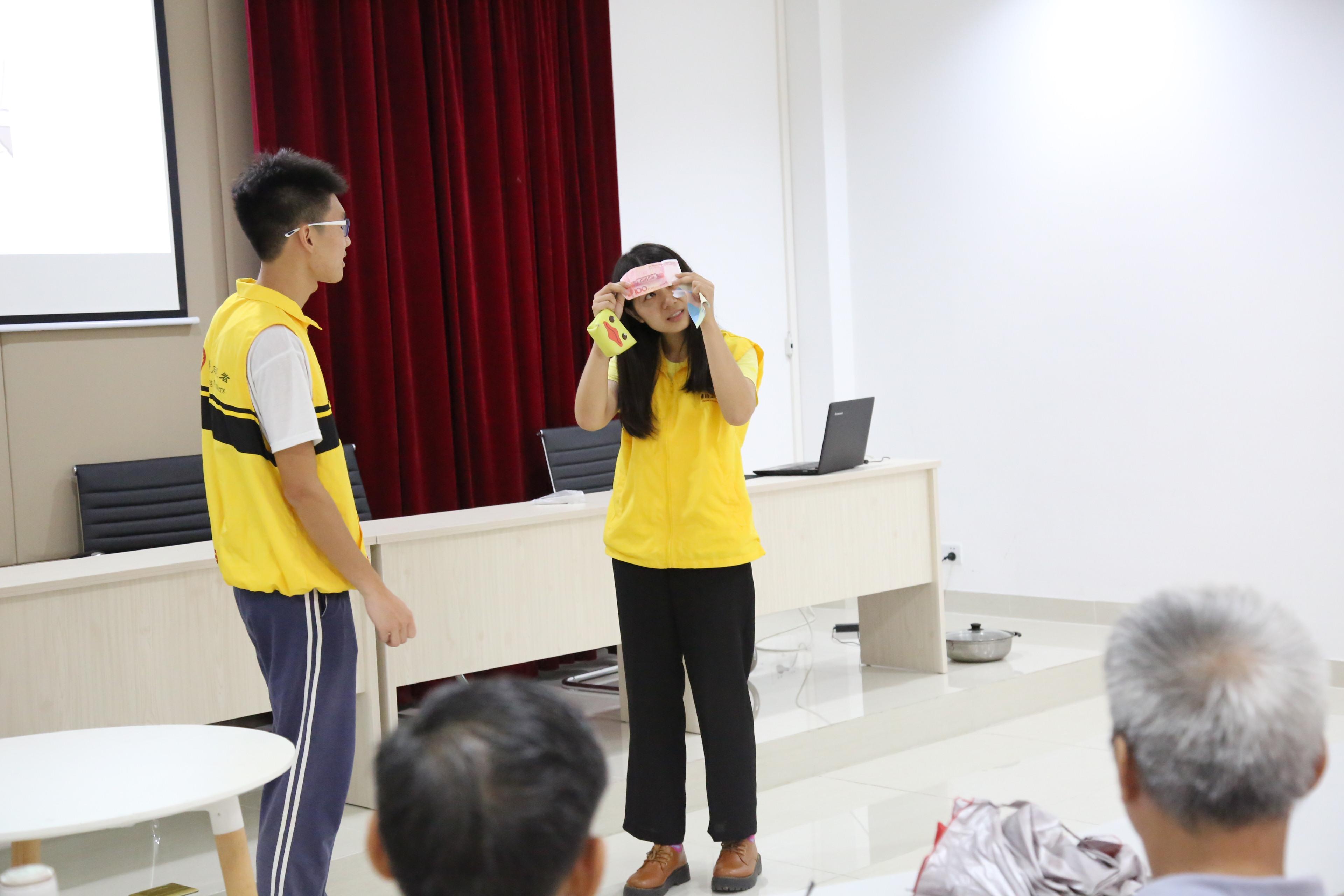 大学生志愿者小品展示长者诈骗的案例
