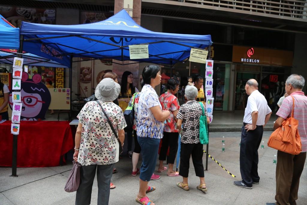 活动吸引了许多居民参与